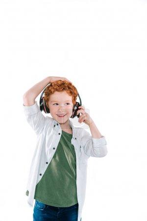 kid listening music with headphones