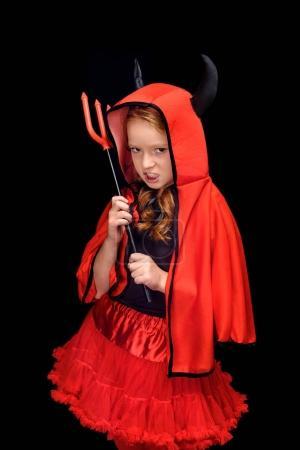 Photo pour Enfant en costume de Halloween du diable avec fourche, isolé sur noir - image libre de droit