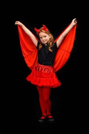 Photo pour Enfant en costume de Halloween du diable, isolé sur noir - image libre de droit