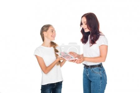 Daughter gifting mothers day greeting card