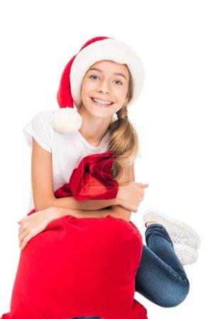 adolescente sonriendo con bolso de la Navidad