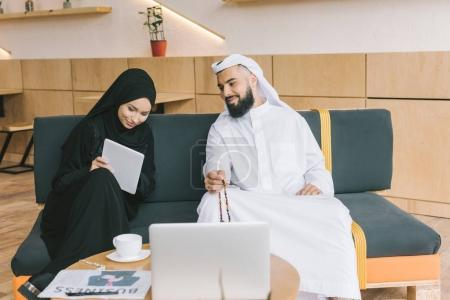 muslim businesspeople having conversation