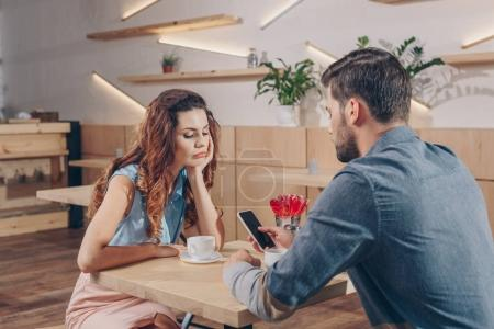 couple on date in cafe