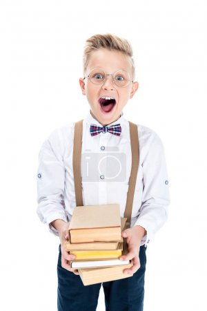 Photo pour Excité petit garçon dans les lunettes tenant des livres isolés sur blanc - image libre de droit
