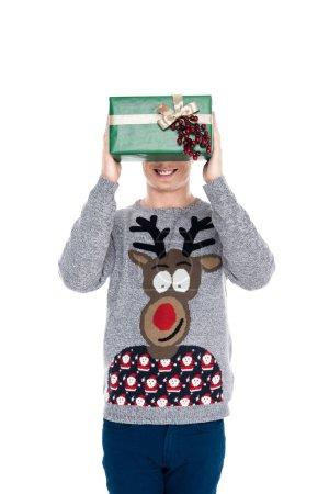 hombre con regalo de Navidad