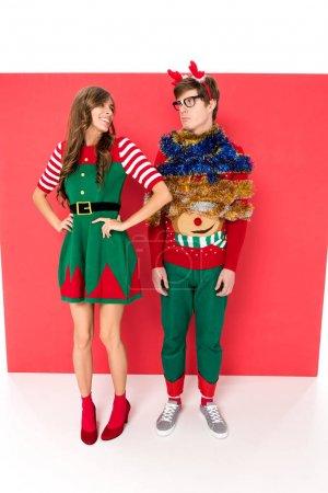 couple en costumes de Noël