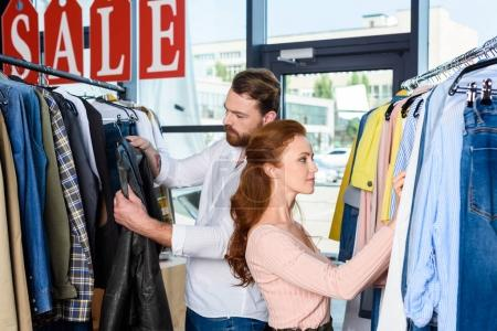 couple shopping in boutique
