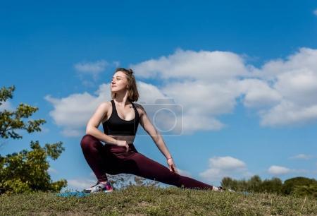 étirement des jambes de femme