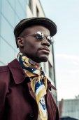 """Постер, картина, фотообои """"Афро-американский мужчина в солнцезащитные очки"""""""