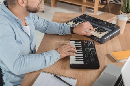 sound producer working with mpc pads