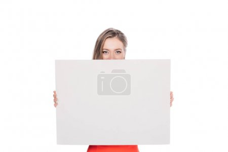 Photo pour Jolie jeune femme avec la bannière vierge regardant caméra isolé sur blanc - image libre de droit