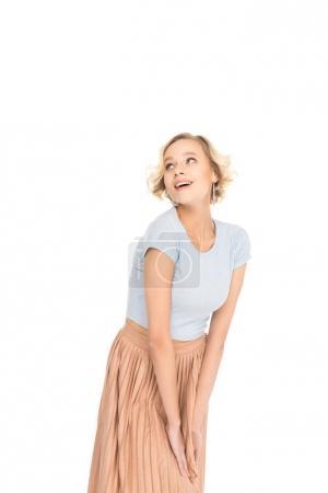 Photo pour Jolie fille blonde en jupe rose posant et regardant loin isolé sur blanc - image libre de droit
