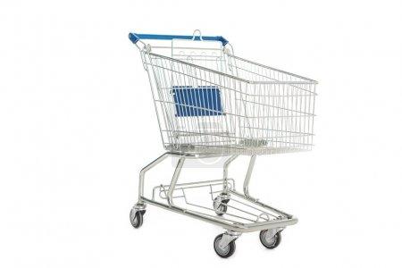 Photo pour Vue rapprochée du chariot vide isolé sur blanc - image libre de droit