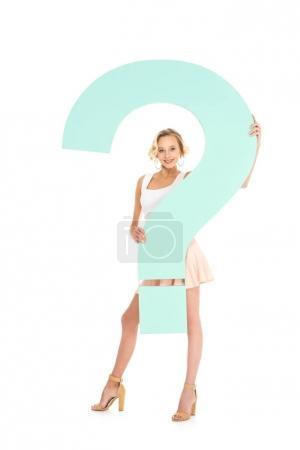 Foto de Sonriente mujer joven con signo de interrogación aislado en blanco - Imagen libre de derechos