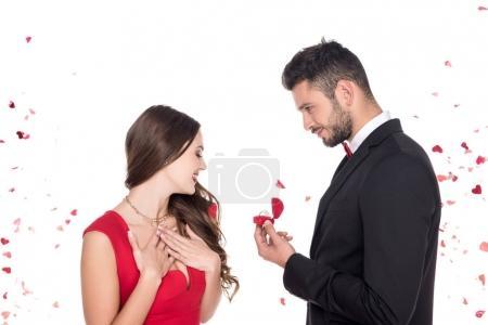 copain propose copine isolé sur blanc, Valentin concept