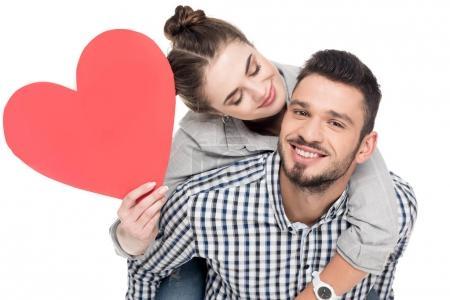 Photo pour Petit ami donnant ferroutage à amie tenant coeur rouge isolé sur blanc, Valentin concept - image libre de droit
