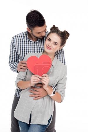 Photo pour Copain copine étreignant avec papier coeur isolé sur blanc, Valentin concept - image libre de droit