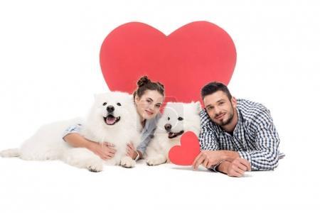 Photo pour Couple couché avec des chiens sur blanc, concept de Saint Valentin - image libre de droit