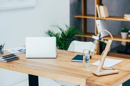 Photo pour Intérieur du bureau moderne avec un décor élégant - image libre de droit