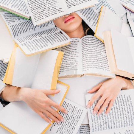 Photo pour Jeune femme avec des livres ci-dessus, concept d'éducation et de lecture - image libre de droit