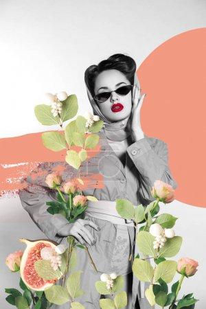 Photo pour Collage créatif de femme élégante dans des vêtements rétro et des lunettes de soleil avec des fleurs - image libre de droit