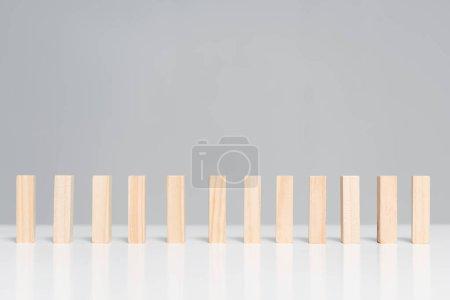 Photo pour Blocs de bois isolés sur gris avec espace de copie - image libre de droit