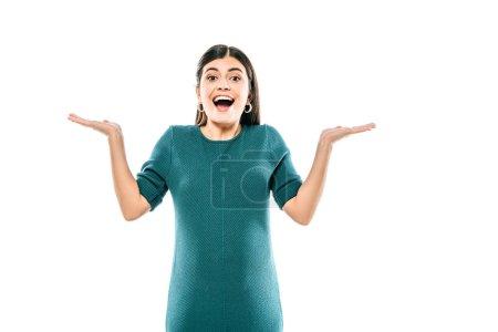 Photo pour Heureux enceinte fille montrant haussement d'épaules geste isolé sur blanc - image libre de droit