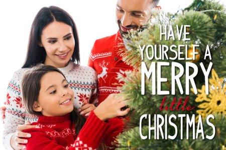 Photo pour Joyeux enfant en train de décorer l'arbre de Noël près de parents isolés sur le blanc avec une joyeuse petite illustration de Noël - image libre de droit