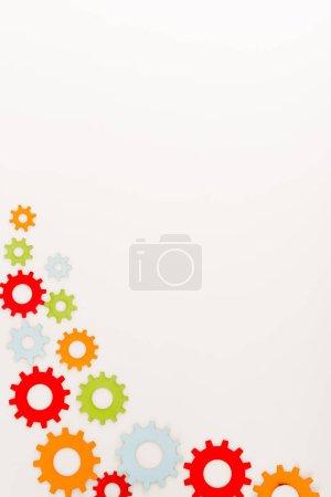widok z góry wielokolorowe narzędzia izolowane na białym z miejsca kopiowania
