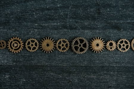 płaski leżał z vintage metalowych narzędzi na ciemnym drewnianym tle