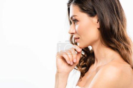 Photo pour Portrait de profil de femme brune à la peau parfaite, isolée sur blanc - image libre de droit