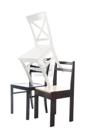 Photo pour Chaises en bois blanc et marron isolées sur blanc - image libre de droit