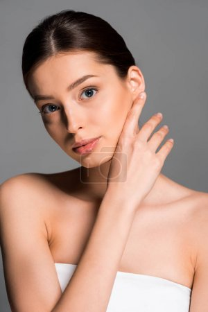 Photo pour Attractive nue with perfect skin, isolated on grey - image libre de droit