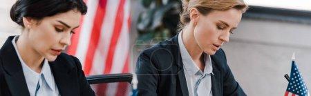 Photo pour Plan panoramique de femme d'affaires attrayante près des drapeaux américains - image libre de droit