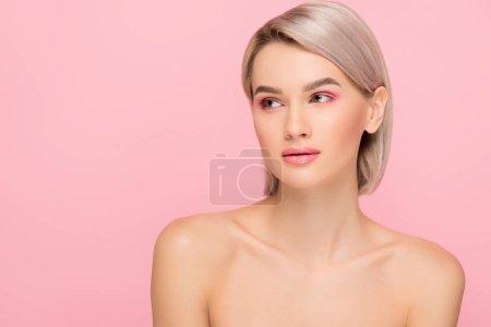 Photo pour Belle fille nue à la peau parfaite, isolée sur rose - image libre de droit