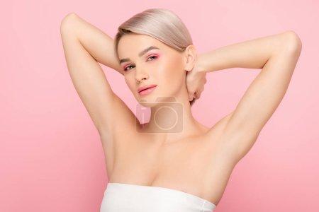 Foto de Hermosa rubia con maquillaje rosa, aislada sobre rosa - Imagen libre de derechos