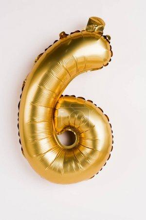 Photo pour Ballon doré en forme de six chiffres sur fond gris - image libre de droit
