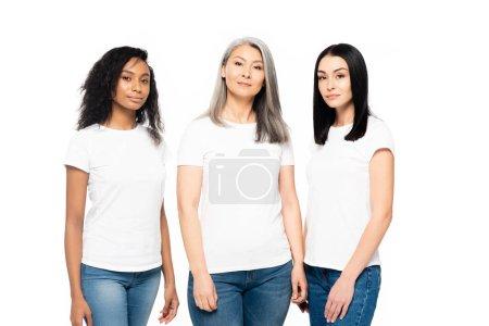 Photo pour De belles femmes multiculturelles regardant une caméra isolée sur - image libre de droit