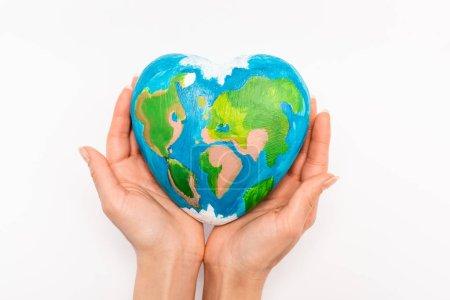 Photo pour Vue recadrée du globe dans les mains féminines sur fond blanc, concept de jour de la terre - image libre de droit