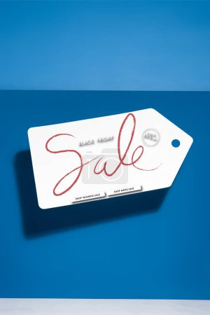 Photo pour Blanc grand prix avec noir vendredi vente illustration sur fond bleu - image libre de droit