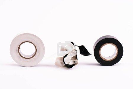 Photo pour Rubans effilochés et collants sur blanc - image libre de droit