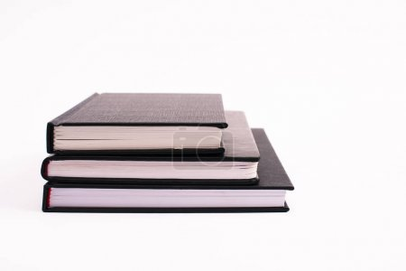 Photo pour Livres de copie noir isolés sur blanc avec espace de copie - image libre de droit