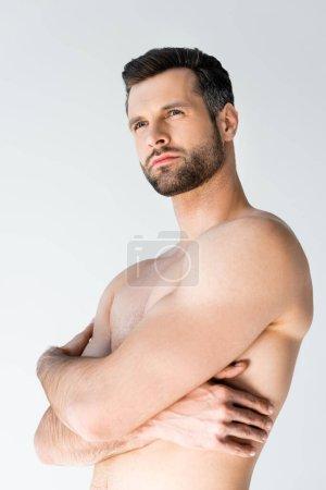 Photo pour Bel homme torse nu aux bras croisés isolé sur blanc - image libre de droit