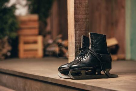 Paire de patins à glace ancienne