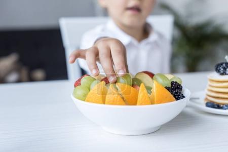 child eating fruits