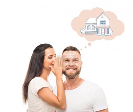 Photo pour Portrait de jeune femme séduisante chuchotant à ses copains oreille, sur sa propre maison, isolé sur blanc - image libre de droit