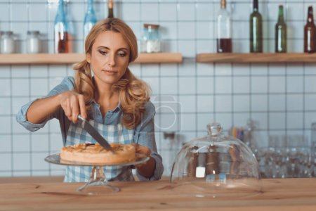 waitress cutting pie