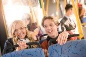 """Постер, картина, фотообои """"Счастливая молодая пара в автобусе"""""""