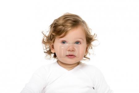 Photo pour Portrait de caucasien tout-petit fille regardant loin isolé sur blanc - image libre de droit
