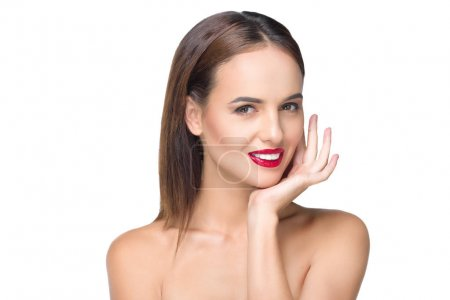 Photo pour Portrait de belle femme nue, souriant à la caméra isolé sur blanc - image libre de droit